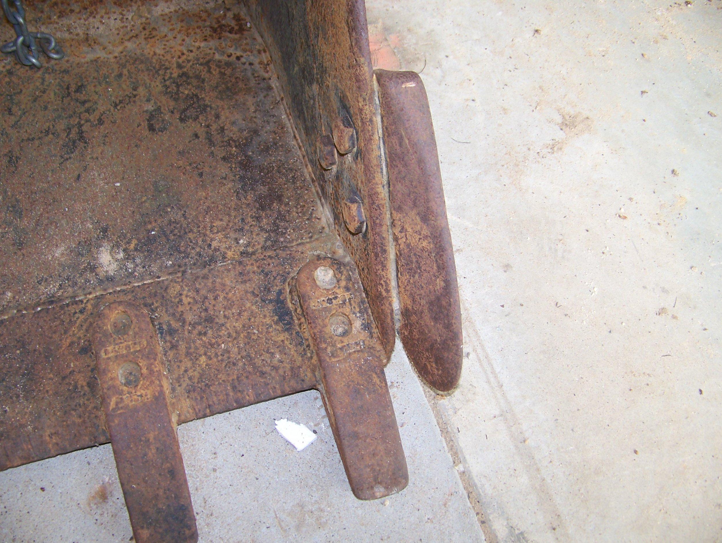 CAT 28 Inch Digging Bucket Side Cutter.jpg