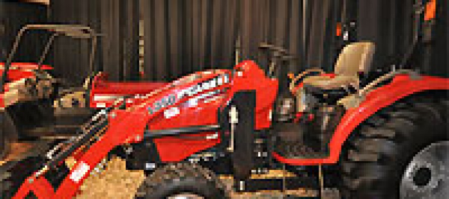 Case-IH Donates Tractors to Student Ag Program