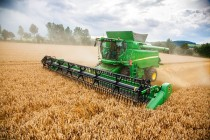 Updated John Deere T670 Combine Offers Improved Capacity and Uptime