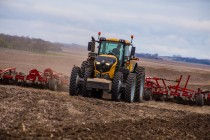 New Challenger® 1000 Series Tractors