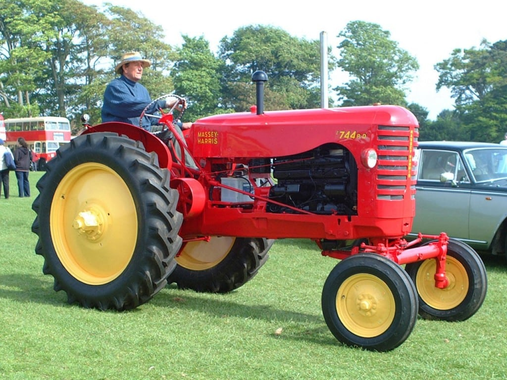 tractor-field-vintage-wheel-red-farming-vehicle-classic-agricultural-machinery-land-vehicle-1359538